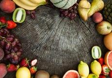 отрезанный ананас плодоовощ отрезока предпосылки половинный Стоковая Фотография