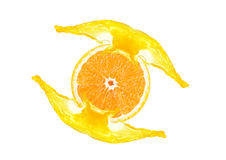 Отрезанный апельсин с выплеском сока Стоковые Фотографии RF