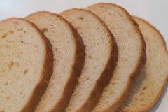 Отрезанный белый хлеб - фото запаса Стоковое Изображение RF