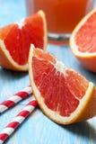 Отрезанный грейпфрут, сок грейпфрута Стоковые Изображения