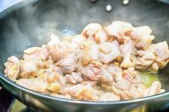 Отрезанный зажаренный цыпленок Стоковая Фотография RF