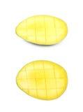 Отрезанный и отрезанный изолированный плодоовощ манго Стоковые Изображения