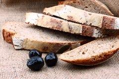 отрезанный коричневый цвет хлеба Стоковое Фото