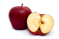отрезанный красный цвет яблока стоковые изображения