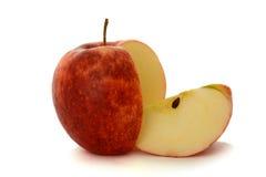 отрезанный красный цвет яблока стоковое фото rf