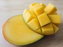 отрезанный манго Стоковые Изображения