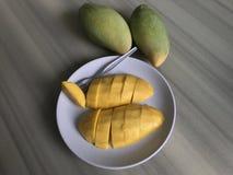 отрезанный манго Стоковые Фото