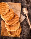 отрезанный мед торта стоковое фото rf