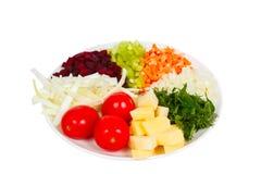Отрезанный?? овощи на изолированной плите Стоковое фото RF