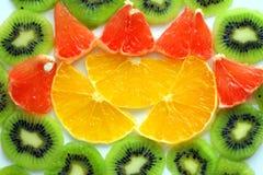 Отрезанный плодоовощ КИВИА с куском еды грейпфрута и апельсинов здоровой Стоковые Фотографии RF