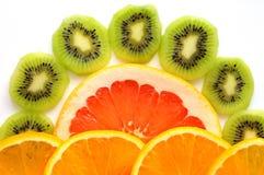 Отрезанный плодоовощ КИВИА с куском еды грейпфрута и апельсинов здоровой Стоковые Изображения RF