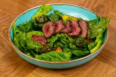 отрезанный салат стейка стоковые изображения rf