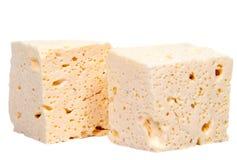 Отрезанный свежий белый сыр от молока ` s коровы на белой предпосылке Стоковые Изображения RF