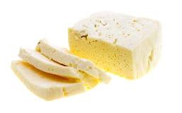 Отрезанный свежий белый сыр от молока коровы Стоковая Фотография RF
