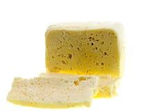 Отрезанный свежий белый сыр от молока коровы Стоковые Изображения