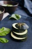 Отрезанный суп сливк цукини на предпосылке Стоковое Изображение