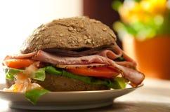 отрезанный сэндвич с ветчиной Стоковые Изображения