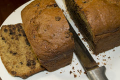 Отрезанный хлеб банана обломока шоколада Стоковые Изображения