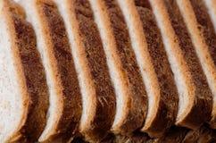 отрезанный хлеб доски Стоковые Фото