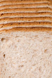 отрезанный хлеб доски Стоковые Изображения