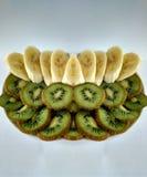 Отрезать киви и банан Стоковое Фото