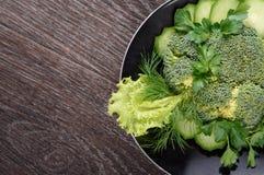 Отрезать овоща положенный вне на плиту Стоковое фото RF