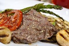 Отрезок Аргентины мяса искупанный в традиционном соусе служил с ve Стоковое Изображение RF