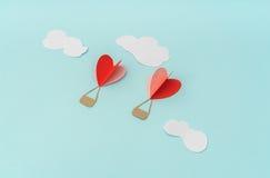 Отрезок бумаги воздушных шаров сердца горячих для celebrat дня валентинки Стоковые Фотографии RF