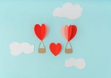 Отрезок бумаги воздушных шаров сердца горячих для celebrat дня валентинки Стоковые Изображения