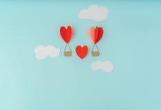 Отрезок бумаги воздушных шаров сердца горячих для celebrat дня валентинки Стоковые Фото