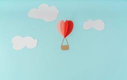 Отрезок бумаги воздушных шаров сердца горячих для celebrat дня валентинки Стоковая Фотография