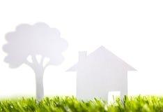 Отрезок бумаги дома и дерева семьи Стоковые Изображения RF