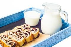 Отрезок и молоко крена Стоковое Фото