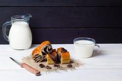 Отрезок и молоко крена Стоковые Изображения RF