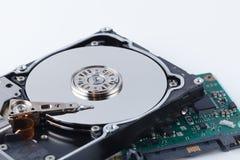 Отремонтируйте концепцию жесткого диска на белой предпосылке с инструментами Стоковые Изображения RF