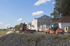 Отремонтируйте работу на улице набережной в городе Veliky Ustyug Стоковые Фото