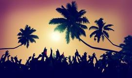Отрочества лета пляжа партии концепция общины Outdoors стоковое фото