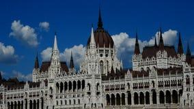 Отслеживающ съемку возрождения Будапешта готического введите здание в моду парламента акции видеоматериалы