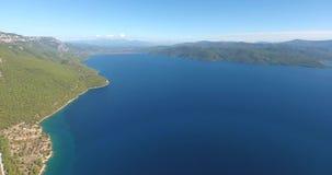 Отснятый видеоматериал антенны Akyaka Турции залива Gokova сток-видео
