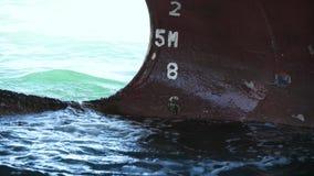 Отснятый видеоматериал замедленного движения меток корпуса и проекта кораблей