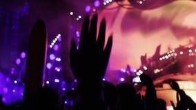 Отснятый видеоматериал крупного плана толпы partying сток-видео
