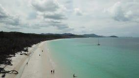 Отснятый видеоматериал пляжа Whitehaven воздушный Острова Whitsunday в Австралии видеоматериал