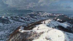 Отснятый видеоматериал промежутка времени прикарпатских гор видео- в Румынии сток-видео