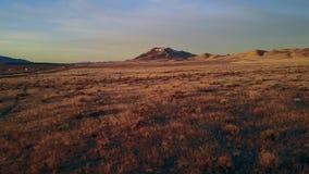 Отснятый видеоматериал трутня вдоль пустыни Winnemuca Невады на восходе солнца сток-видео