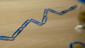 Отснятый видеоматериал hd часов песка таблицы голубого карандаша scarper красного графический видеоматериал
