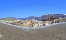 Отстаньте вокруг вулканического кратера, Nea Kameni Стоковое Изображение