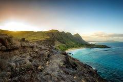 Отстаньте вдоль скалы на берег Оаху, Гаваи южный Стоковое Фото