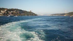 Отстаньте на поверхности воды позади быстроподвижной моторной лодки Стоковая Фотография