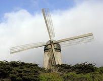 отстробируйте золотистую ветрянку парка Стоковые Фото