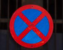 Отсутствие автостоянки и отсутствие останавливая знака уличного движения Стоковые Изображения RF